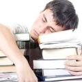 Хочете дізнатися, чому постійно хочеться спати?