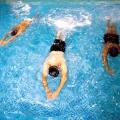 Як навчитися плавати дорослому самостійно?