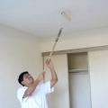Як пофарбувати стелю фарбою без розлучень?