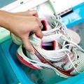 Як прати кросівки в пральній машині? Чи можна прати кросівці в машинці і як це правильно робити?