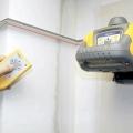 Як вирівнювати стелі і стіни в будинку