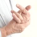Чому можуть боліти пальці рук?