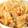 Тушкована капуста з картоплею - найкращі рецепти