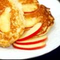 Як спекти млинці з яблуками: найсмачніші рецепти