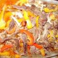 М'ясо в духовці з овочами. Рецепти приготування