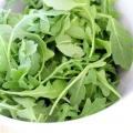 Ніжний і смачний салат з руколи
