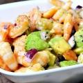Салат з креветок та авокадо: рецепт. Салат з інгредієнтами: авокадо, помідори, креветки