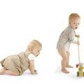Скільки має важити дитина в 2 місяці на грудному та штучному вигодовуванні?