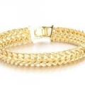 Чоловічий золотий браслет як оригінальна прикраса для коханої людини