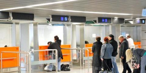 Перетин кордону, або чи потрібен закордонний паспорт в Україні?